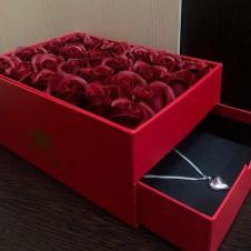 Шкатулка с розами Цвет роз: красный
