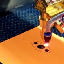 Лазерная резка прокладок индустриальных Оперативная лазерная резка деталей из листовых материалов